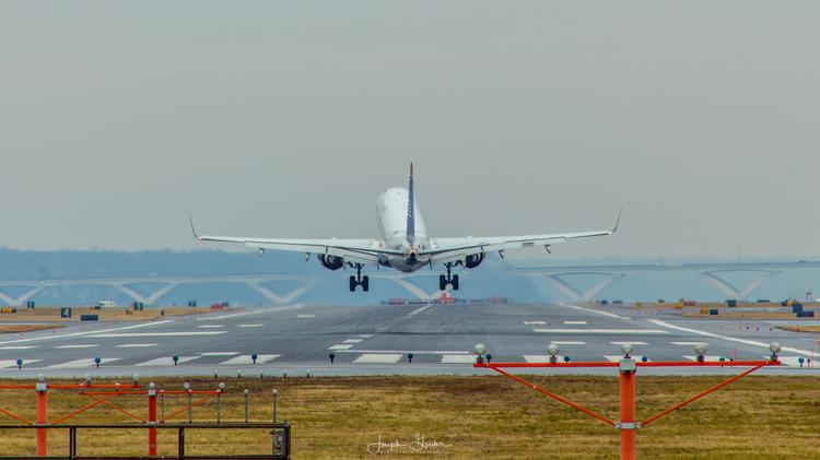 US Airways on a crosswind landing at Reagan National Airport (DCA)