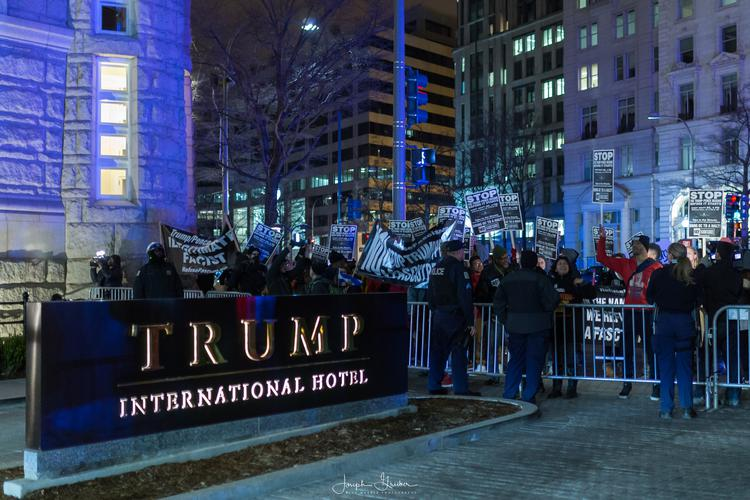Washington, USA. 16 Jan, 2017. Protesters with 'Refuse Fascism' confront DC police and security in front of the Trump International Hotel ahead of President-elect Donald J. Trump's inauguration in Washington, D.C.